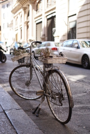 bike - classic - streets - rome - italy - travel - adventure - photography